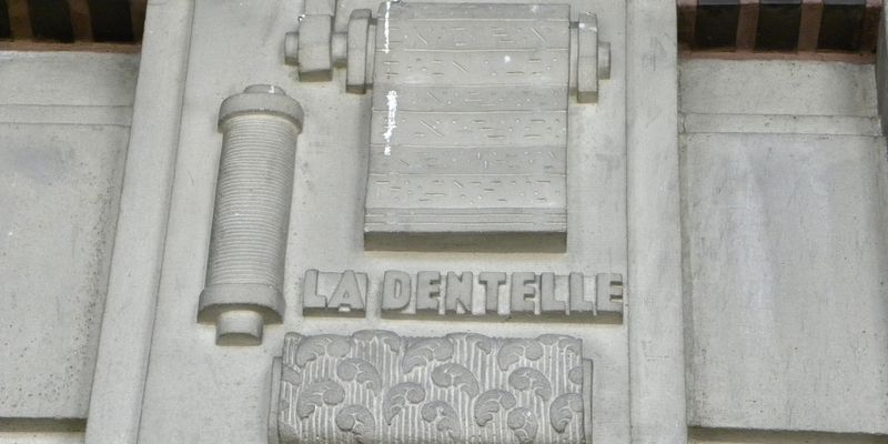 Calais, low-relief of la dentelle