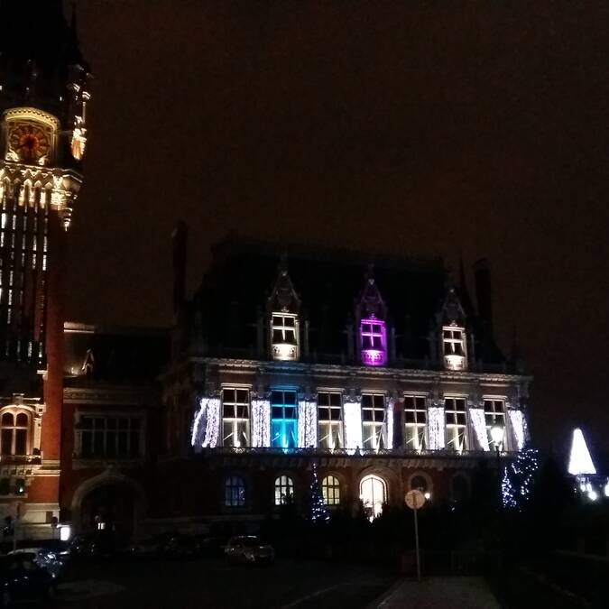 Hotel-de-ville-Calais-Noel-2015-Photo-Office-de-Tourisme-Calais-Cote-d-Opale
